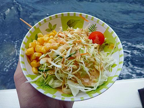 昼食のサラダ(マーレクルーズ)