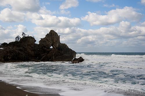 窓岩(曽々木海岸)