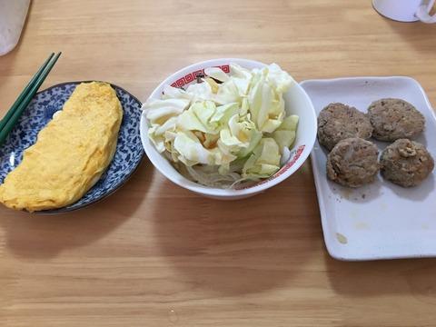 今日のお昼ごはんはノー炭水化物