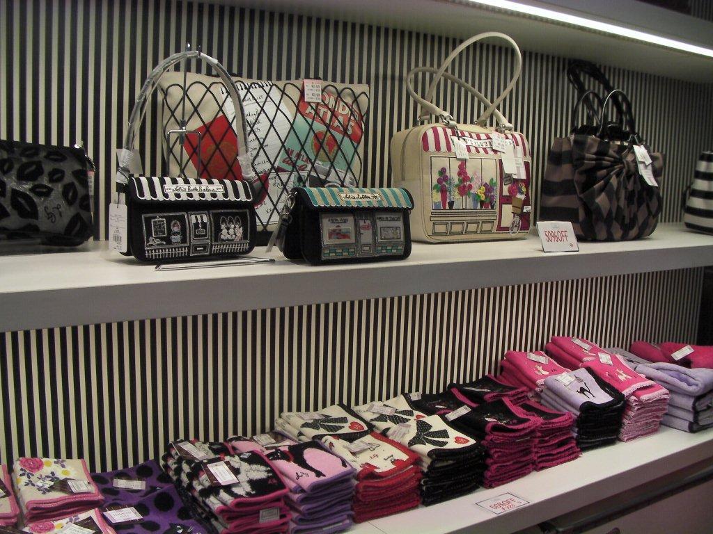 670170c91f21 人気のバッグ・財布が生産中止・・・ : (LULU GUINNESS)ルルギネスの財布 ...