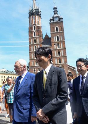 Crown+Prince+Akishino+Crown+Prince+Akishino+qFfG47P6dill
