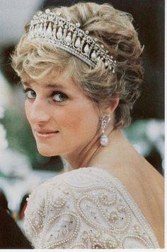 7985a1ae88ca457e8f770d409c3066e9--princess-of-wales-the-princess