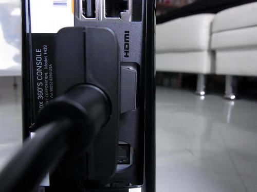 Xbox360 コンポジットAVケーブル HDMI端子を塞いでいる