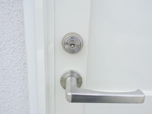 玄関 鍵穴