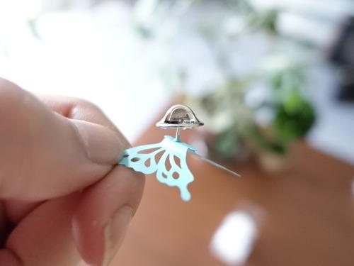 蝶のピンバッチ