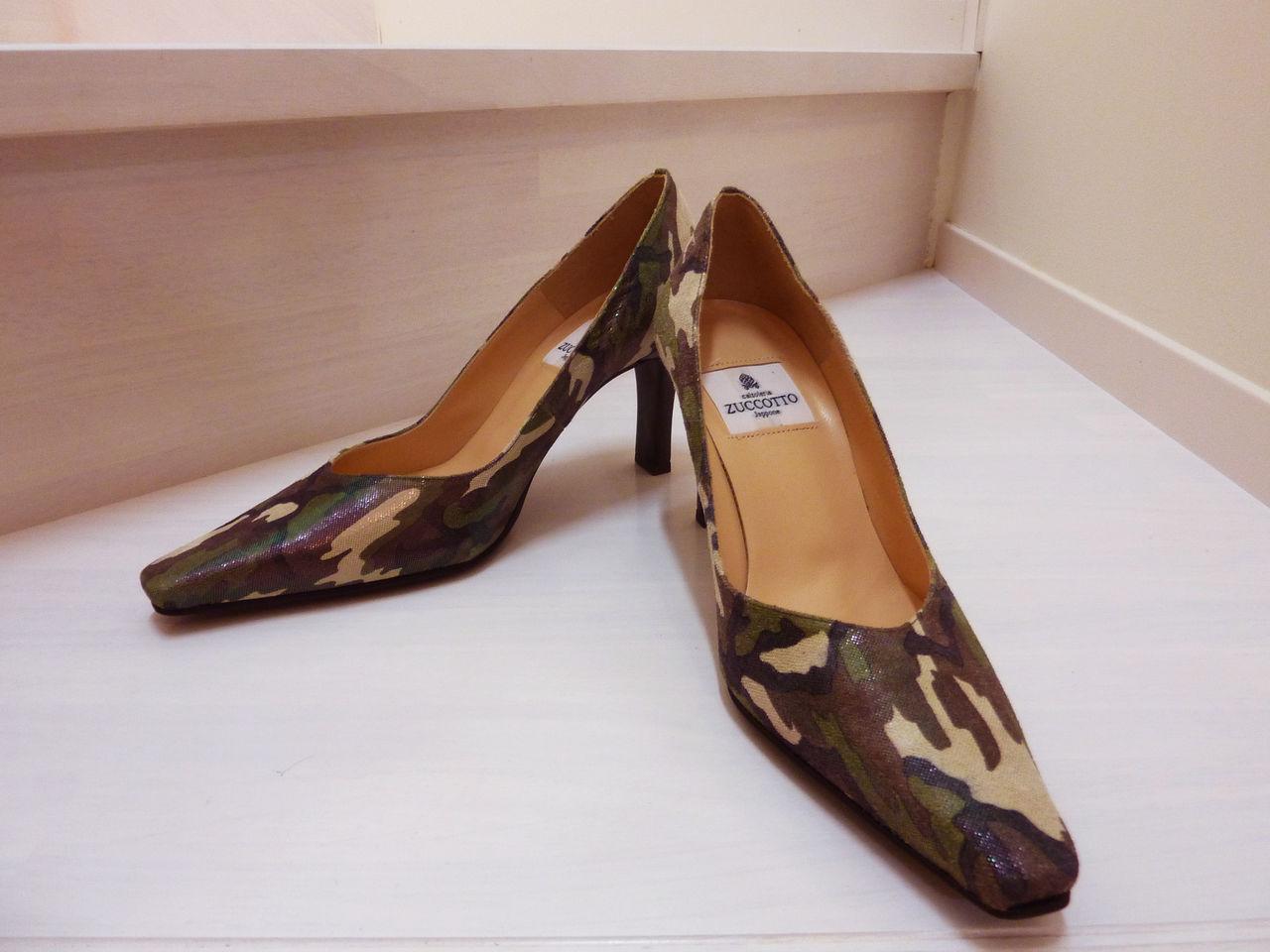 隣の工場で作られているため、靴が痛んだりした場合には同じ素材で修理をお願いすることもできます。