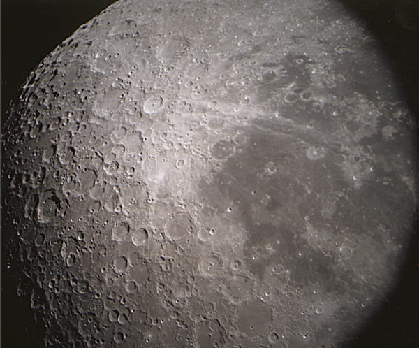 『星の子館』の天文台・天体写真と観測報告「月面(2000年7月22日)」
