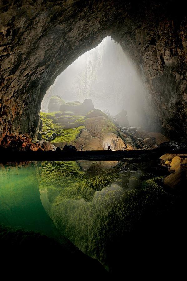 ベトナム中部にある「ソンドン洞窟」は2009年に世界最大の洞窟だということが確認されました。