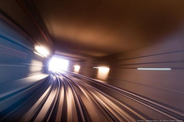 完全に別世界!! ドバイの電車、線路、駅が未来過ぎてヤバイ。