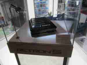 e3-retron5_display_pic3