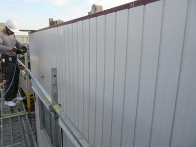 ガルバの外壁材を重ね張り 四日市で働く屋根外壁リフォームの営業