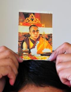 法王のお写真は頭上へ