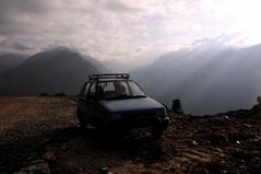 ロタン峠に到着したマルチ・スズキ800cc