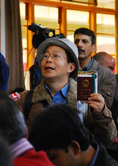 10.3.09 Dharamsala 法王の記者会見  19