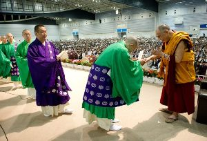 26.6.2010 法王横浜講演 photo Tenzin Choejor/OHHDL