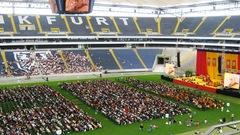 ドイツのスタジアム、法王講演