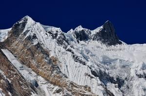 バルハチュリ(Bharha Chuli /Fang 7647m)