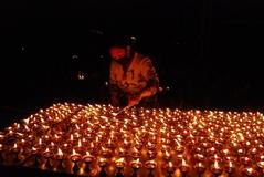 10.3.09 Dharamsala 犠牲者の霊を弔う為の燈明