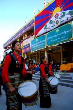 10.3.09 Dharamsala 伝統歌舞団の演技