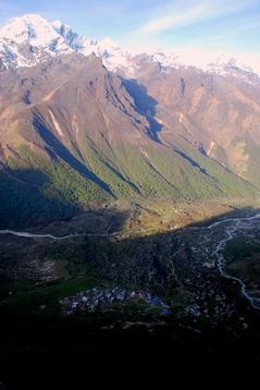 キャンジン村とナヤカン峰
