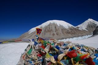 峠のラプツェにチベット国旗掲揚