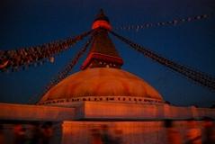 6月7日サカダワの燈明に映えるボゥドナート仏塔