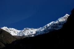 ランタン村から見上げるランタン・リルン峰