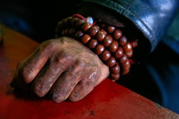 家族を全て失いケグドから慰霊の旅に出たダワ