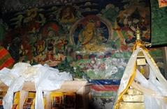 キャンジンゴンパ内、近世の碩学リンジン・ツェワン・ノルブの仏塔
