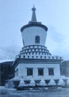 タウの仏塔 H=30m