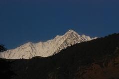 10.3.09 Dharamsala 午後山には雪が降った