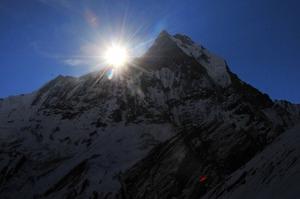 マチャプチャレから登る朝日