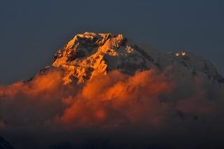 トルカより、夕日に映えるアンナプルナ・サウス