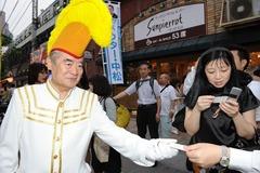 選挙活動中のドクター中松