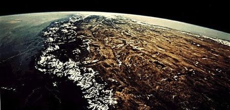 ヒマラヤ山脈とその南と北