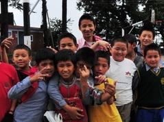 TCV 新米教師ツェリン・ノルブと子供たち