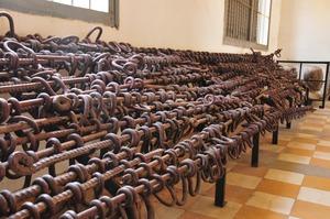 ツールスレン収容所で使われていた鉄の足枷