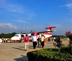 ダラムサラ・デリー間を飛ぶプロペラ機
