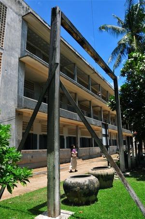 ツールスレン収容所内にある拷問用の吊るし台