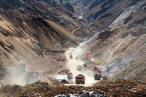 mine-landslide-tibet-2013