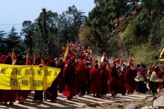 10.3.09 Dharamsala デモ2