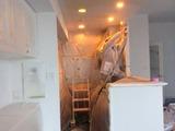 マンション内部塗装中キッチン
