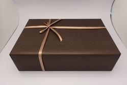 あたたかみのある茶色の包装紙