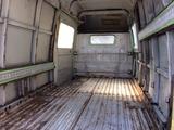 塗装前のトラック内部