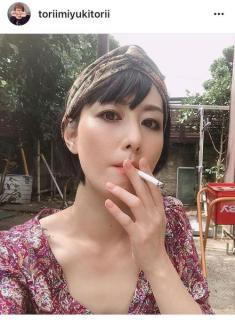 鳥居みゆき「禁煙しなきゃね 世界禁煙デーな今日くらいは」も喫煙ショット披露…フォロワー「勝新みたい」「天の邪鬼」