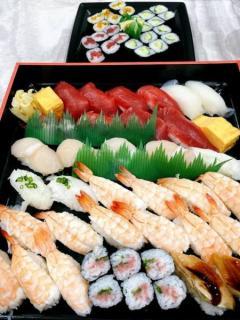 渡辺美奈代、デリバリー寿司のネタに反響「安いネタばかり?」「エビ多すぎ」
