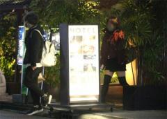 人気声優・岡本信彦、ラブホ密会撮られ「結婚と不倫」同時にバレる アイドル声優A子とも怪しい関係?