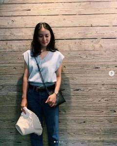 武井咲、爽やかブルーコーデの私服姿に大反響「美しくて可愛い!」