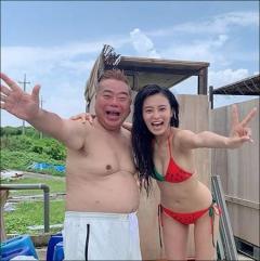 小島瑠璃子大胆ビキニ姿「オヤジ殺し」!スキンシップで出川哲朗を圧倒