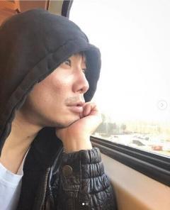 成宮寛貴、車窓から外を眺める姿に称賛の嵐「横顔が芸術品」「見惚れる」